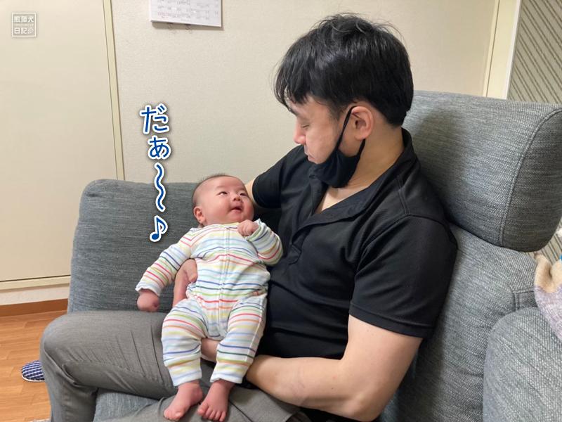赤ん坊と父親
